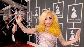 Bao mùa Grammy trôi qua, công chúng vẫn 'sốc tận óc' với những bộ cánh này!