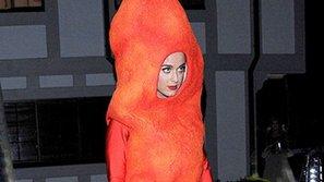 Trang phục Halloween của sao gây tranh cãi về thẩm mỹ và…đụng chạm khủng bố, sắc tộc