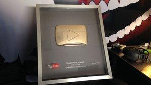 Việt Nam có 131 kênh Youtube nhận nút Vàng nhưng trong đó chỉ 4 channel là của ca sĩ: 3 sao nam đã quá quen thuộc và 1 sao nữ là ai?