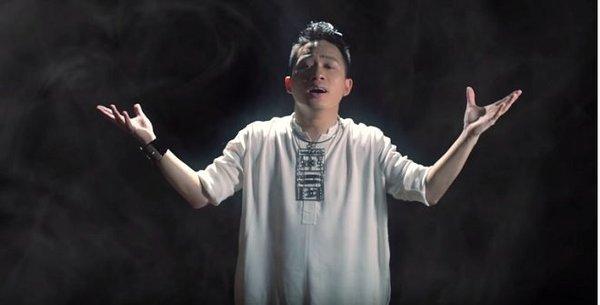 Tùng Dương hòa giọng trong MV đầu tay của Lê Hoàng Phong