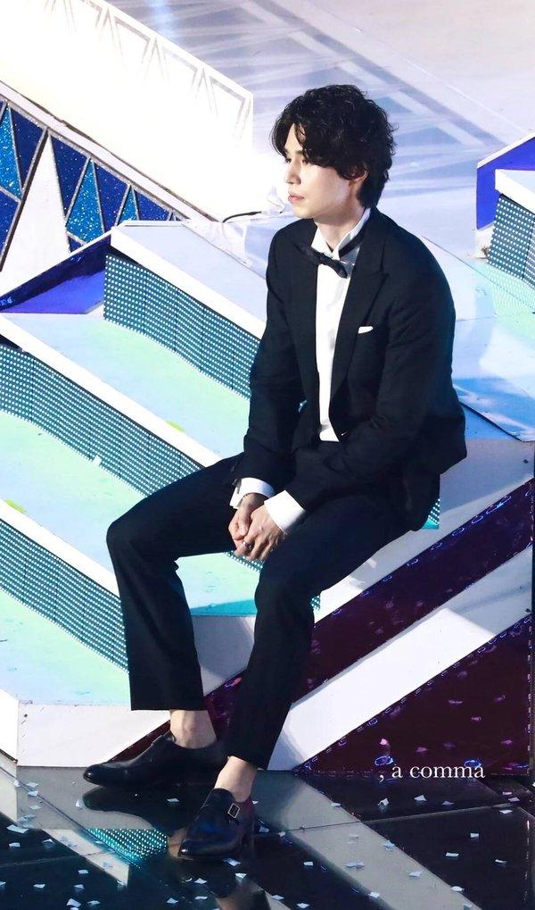 Nhói lòng trước khoảnh khắc đại diện Lee Dong Wook gục đầu thất thần trong đêm chung kết 'Produce X 101' - ảnh 1