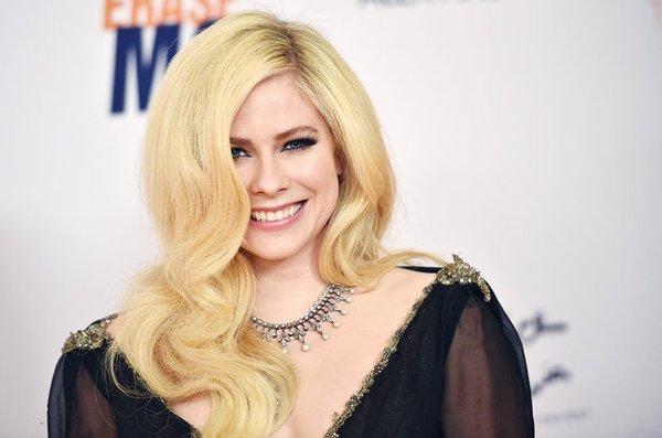 Năm 2017: Avril Lavigne, Bruno Mars gây nguy hiểm nhất