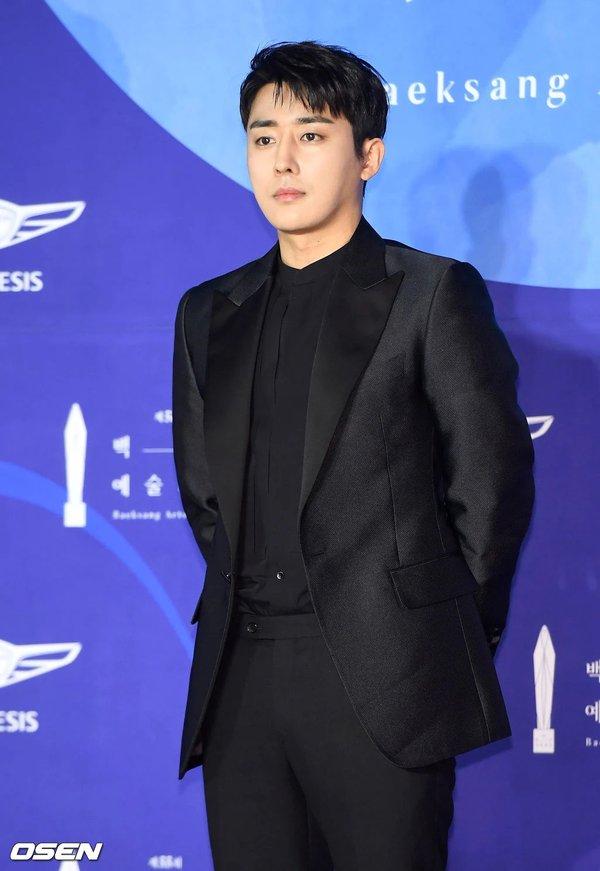 4 diễn viên nổi tiếng gia hạn hợp đồng với YG