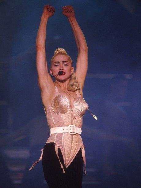 Madonna: Chiếc áo ngực hình nón