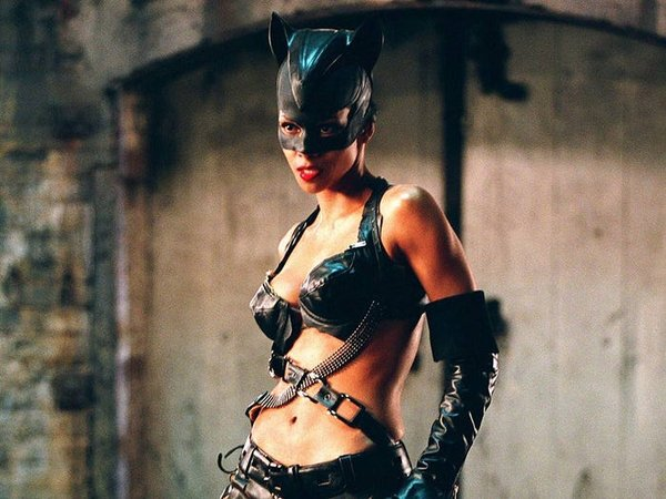 "Halle Berry trong bộ phim ""CatWoman"""
