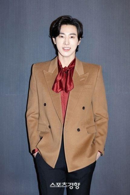 Knet yêu cầu Yunho rời vị trí MC của Kingdom