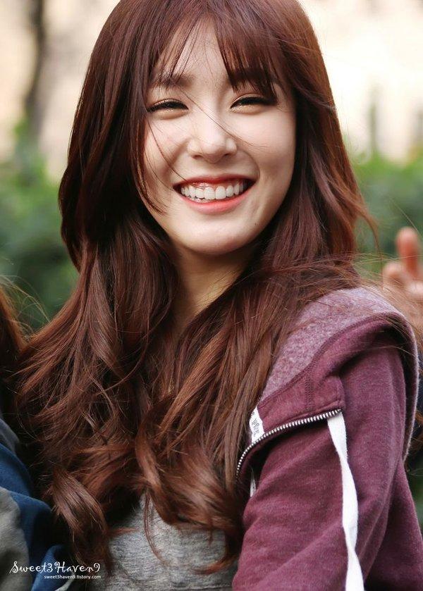 Tiffany là một cô gái vui vẻ được nhiều người yêu quý