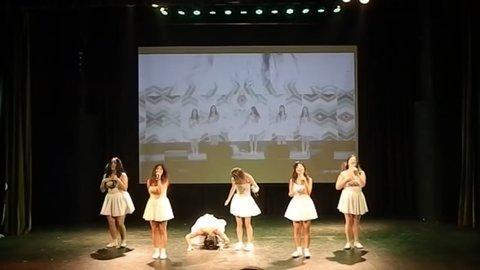 sân khấu trượt ngã của G-Friend bị bắt chước y hệt