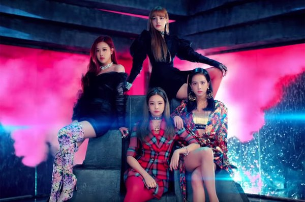 "<blockquote class=""twitter-tweet"" data-lang=""en""><p lang=""en"" dir=""ltr"">Hanteo Chart @ 180625:<br><br>BLACKPINK - SQUARE UP 6,583 (102,001 total)</p>&mdash; BLACKPINK Charts (@ChartsBlackPink) <a href=""https://twitter.com/ChartsBlackPink/status/1011264991956230144?ref_src=twsrc%5Etfw"">June 25, 2018</a></blockquote> <script async src=""https://platform.twitter.com/widgets.js"" charset=""utf-8""></script>"